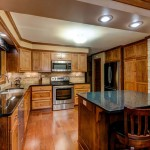 Kitchen-with-opalesence-granite-tops