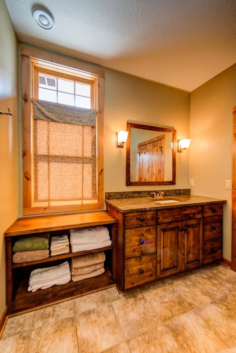 Master-bathroom-with-towel-storage